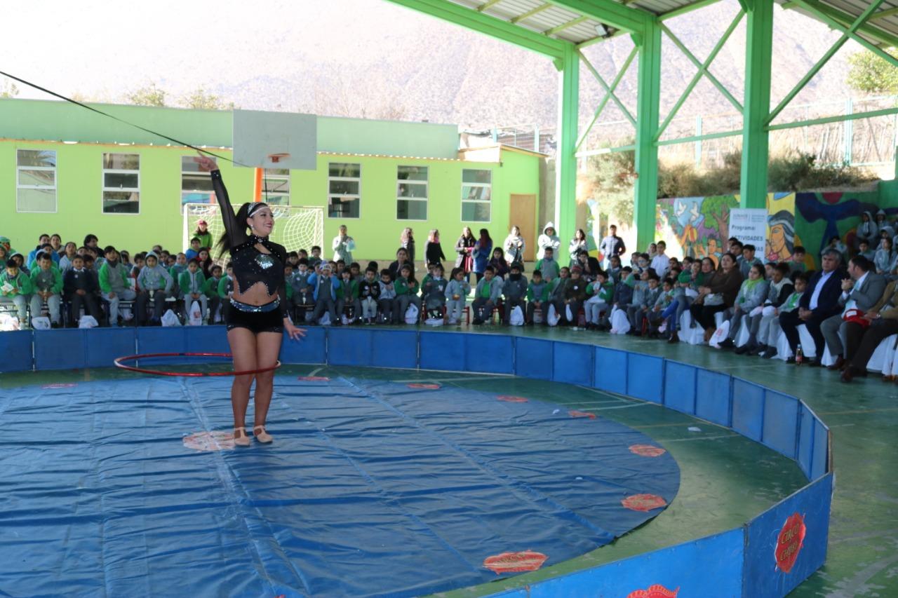 """Photo of """"Circo de Chuby"""" entretuvo a grandes y chicos en colegio Edmundo Vidal Cárdenas de Peralillo"""