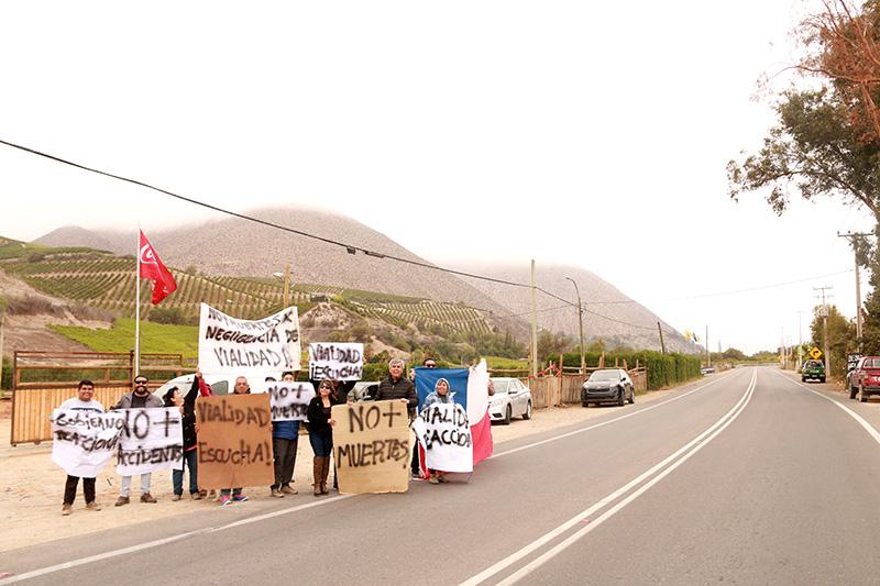 Photo of Vecinos de Vicuña protestan por falta de seguridad vial en la ruta internacional 41 CH