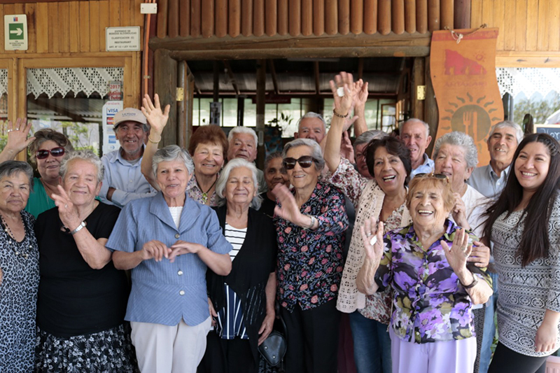 Photo of Programa Vínculos despide a la décimo segunda generación de adultos mayores en Vicuña