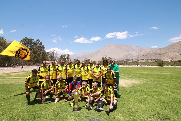 Photo of CD San Isidro se corona campeón del ANFA 45 de Vicuña y saca pasajes el regional