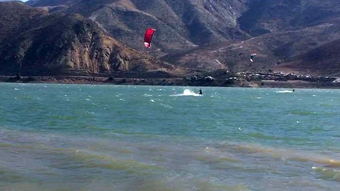 Photo of Instructor de kitesurf fallece intentando rescatar a su alumno en embalse Puclaro