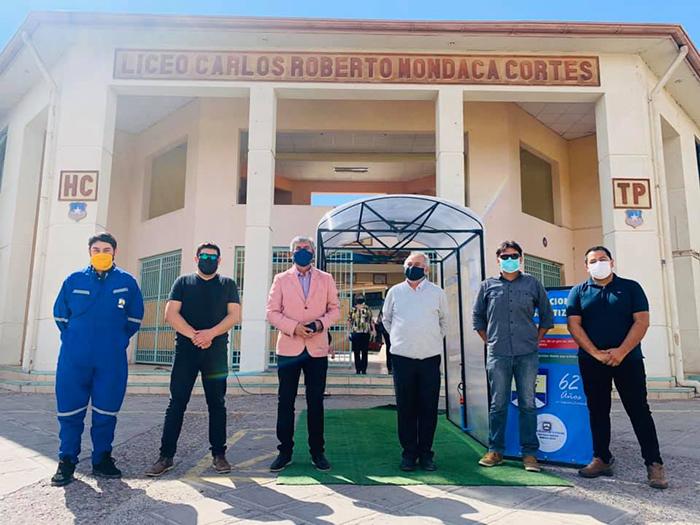 """Photo of Estudiantes del liceo Carlos Roberto Mondaca confeccionan """"túnel sanitizador ciudadano"""""""