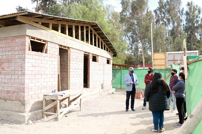 Photo of Un 50% de avance presenta la construcción de los camarines del club deportivo Joaquín Vicuña