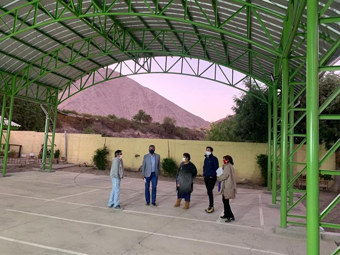Photo of Mejoran Sistema eléctrico y construyen techumbre en la escuela de Chapilca