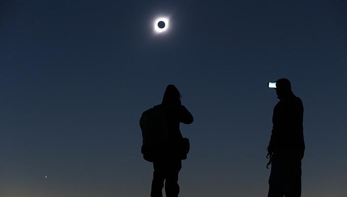 Photo of Con diversas acciones se recordó el Eclipse Total Solar que tuvo como epicentro en Vicuña