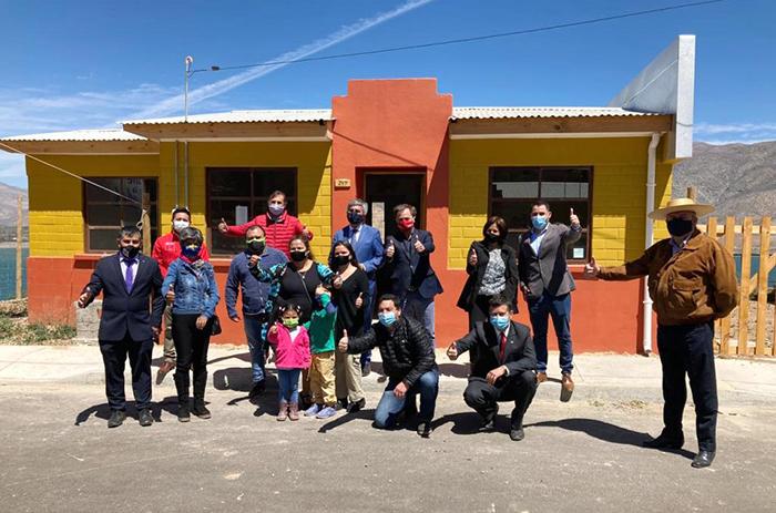 Photo of Familias de Gualliguaica reciben las llaves de sus nuevos hogares