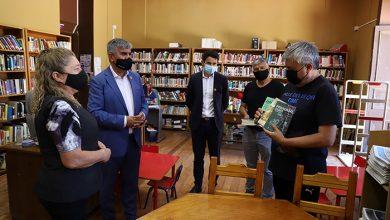 Photo of Autores elquinos donan libros a la biblioteca municipal de Vicuña