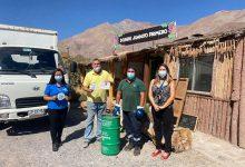 Photo of Entregan contenedores para reciclaje de aceite a emprendedores turísticos de Paihuano